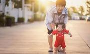 Trẻ nuôi con, già trông cháu - nỗi khổ của nhiều người già