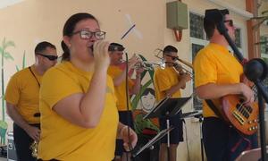 Hải quân Mỹ hát 'Nối vòng tay lớn'