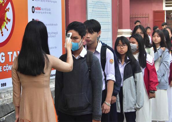 Ngày 2/3, hơn 38.000 học sinh THPT Thừa Thiên Huế quay trở lại trường học. Ảnh: Ngọc Minh.