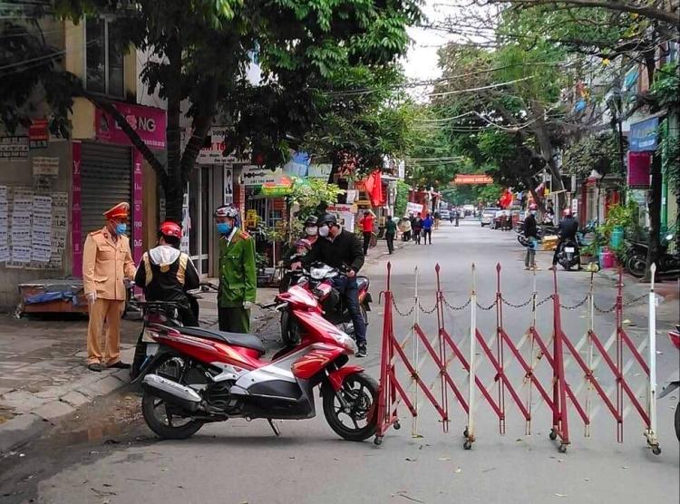 Trong sáng nay (8/3), tổ dân phố Trần Văn Lan, phường Cát Bi (quận Hải An) đã được phong tỏa theo lệnh của thành phố.