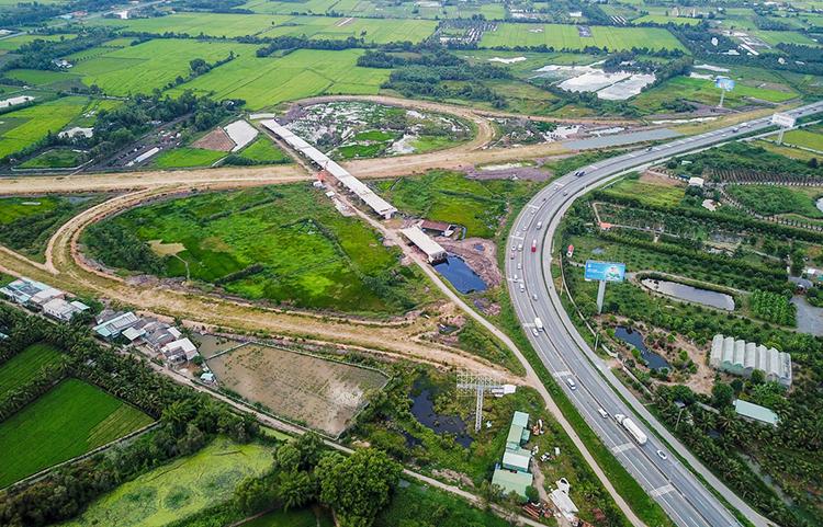 Nút cao tốc Trung Lương - Mỹ Thuận nối với cao tốc TP HCM - Trung Lương tại huyện Châu Thành, Tiền Giang, tháng 7/2019. Ảnh: Như Quỳnh.