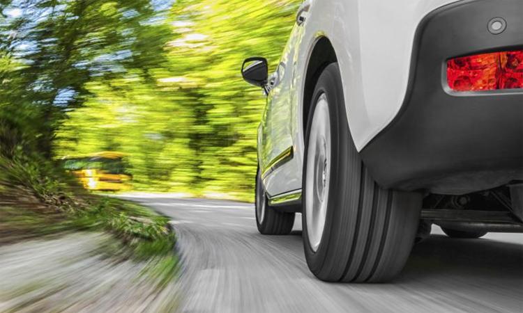 Ma sát với mặt đường khiến lốp hao mòn và thải ra một lượng hạt bụi là 5,8 gr mỗi km, theo EA. Ảnh: Shutterstock