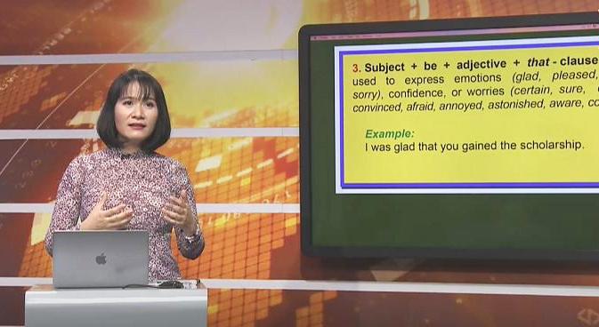 Cô Quang Thị Hoàn,Trường THCS Đống Đa, Hà Nội dạy 30 phút môn tiếng Anh lớp 9 sáng 9/3.