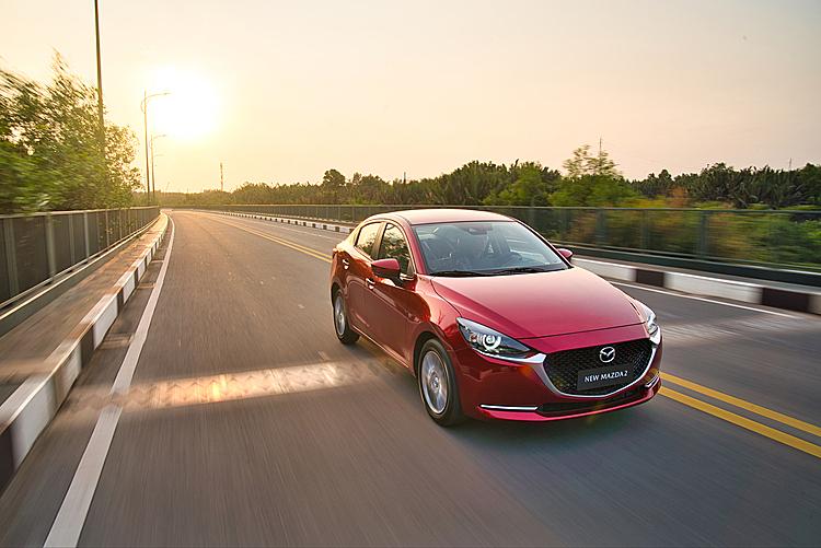 Mazda2 2020 lăn bánh ở TPHCM. Ảnh: Thaco