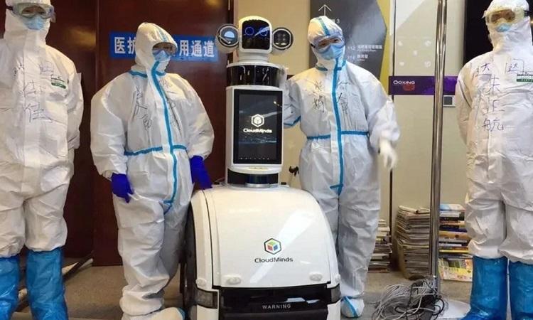 Robot giúp giảm lây nhiễm chéo trong bệnh viện. Ảnh: Sun.