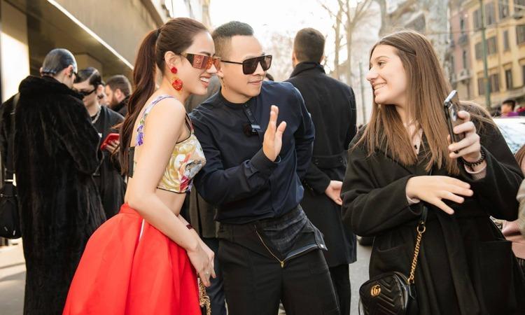 Vũ Khắc Tiệp (thứ hai từ phải sang) dự show thời trang ở Milan. Ảnh:VũKhắc Tiệp.