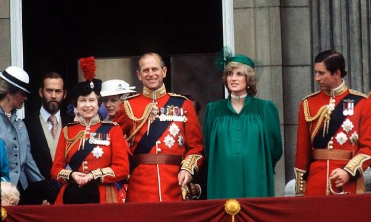 Cố Công nương Diana diện set đồ màu xanh lá khi dự sự kiện Trooping the Color tại Cung điện Buckingham hồi tháng 6/1982. Ảnh: AFP.