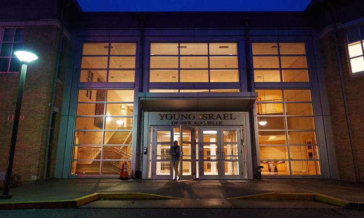 Giáo đường Thanh niên Israel được xem là tâm điểm của ổ dịch bùng phát ở New Rochelle, hạt Westchester. Ảnh: NY Times.