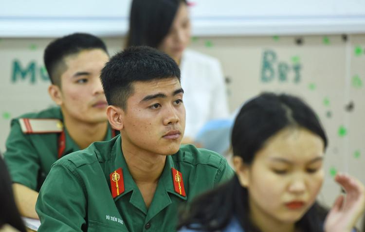 Thí sinh đang phục vụ trong quân đội dự kỳ thi THPT quốc gia năm 2019. Ảnh: Giang Huy