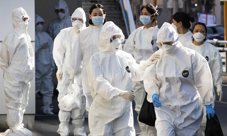 Nhân viên y tế tại bệnh viện ở Daegu ngày 11/3. Ảnh: AFP.