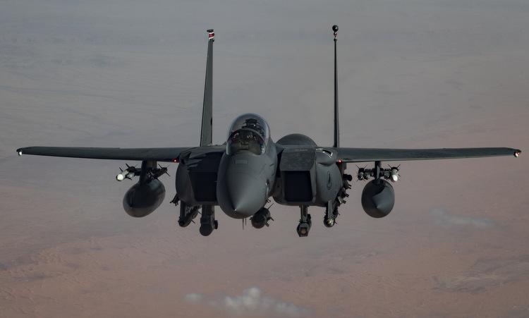 Tiêm kích F-15E Mỹ tuần tra tại Trung Đông hồi tháng 1. Ảnh: USAF.