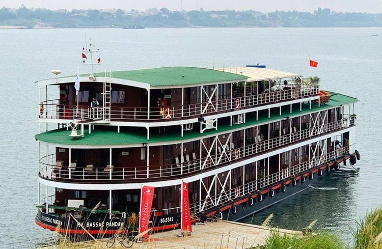 Chiếc du thuyền chở du khách nhiễm nCoV người Anh đang được cách ly tại Campuchia. Ảnh: Cửu Long.