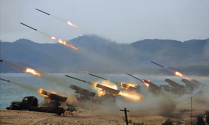 Pháo phản lực Triều Tiên khai hỏa trong đợt tập trận hôm 12/3. Ảnh: KCNA.