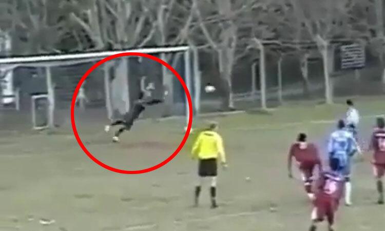 Vừa cản penalty, thủ môn lại vô hiệu hóa ba cú sút bồi