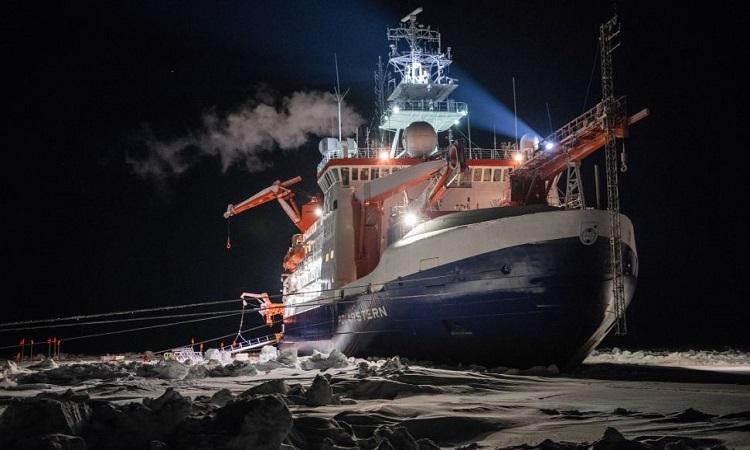 Tàu phá băngPolarstern trên vùng biển gần cực Bắc. Ảnh: Live Science.