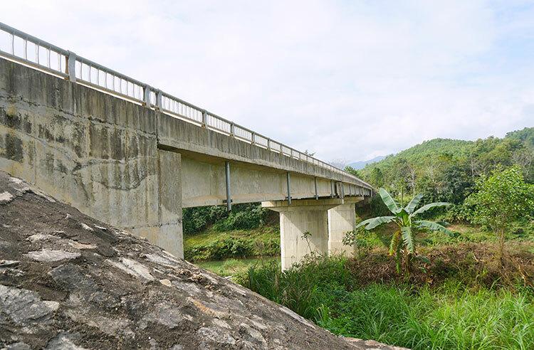 Cầu Sông Con bắc qua sông Ngàn Phố hoàn thành từ năm 2014. Ảnh: Đức Hùng