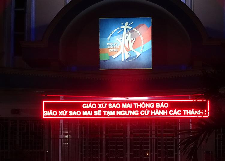 Nhà thờ Sao Mai nằm cuối hẻm cụt trên đường Bành Văn Trân, tối 14/3. Ảnh: Hà An.