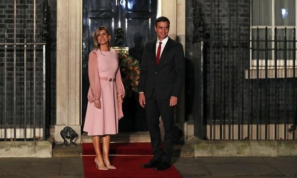 Begona Gomez và Pedro Sanchez tại London tháng 12/2019. Ảnh: Reuters.