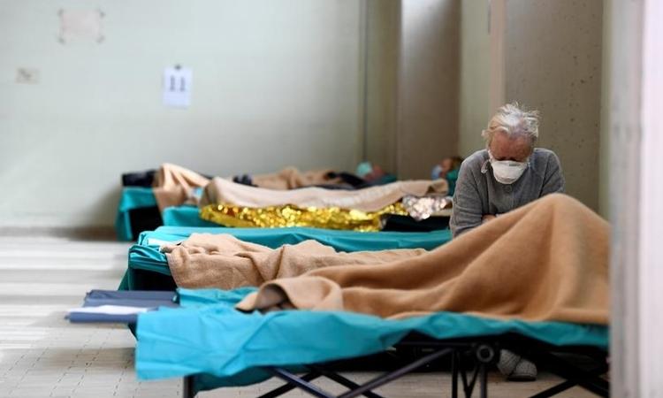 Bệnh nhân tại bệnh viện dã chiến ở Brescia, Italy ngày 13/3. Ảnh: Reuters.