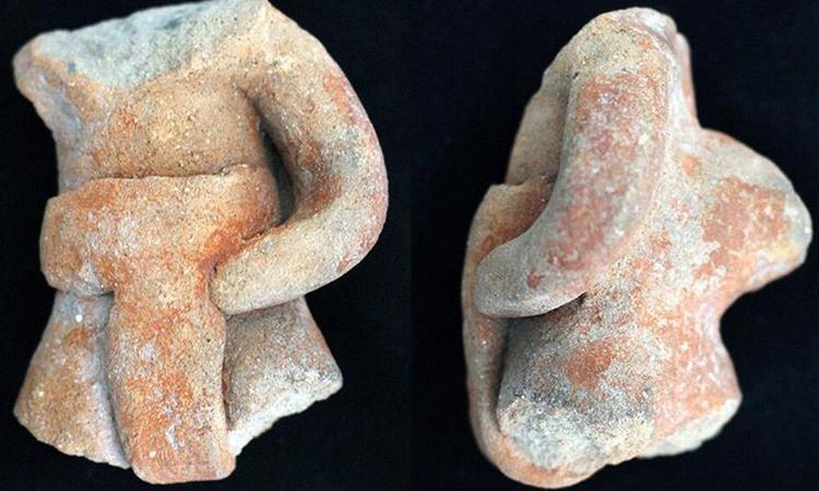 Bức tượng nhỏ ở Etlatongo khắc họahình ảnh người chơi bóng đeo đai lưng. Ảnh: Sciencemag.