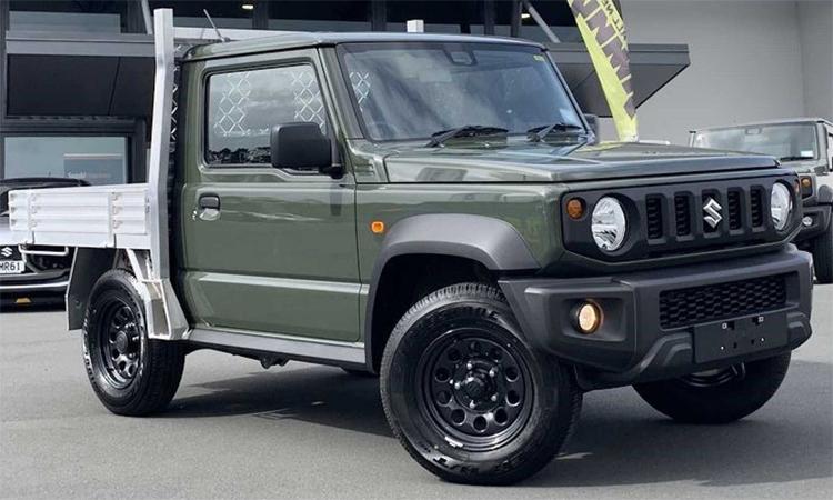 Mẫu Jimny phiên bản có thùng sau được bày bán tại đại lý Suzuki ở Auckland, New Zealand. Ảnh: Driven