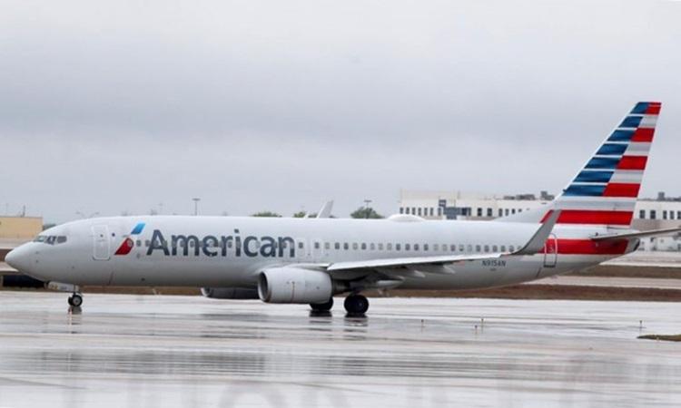 Một máy bay của American Airlines tại sân bay quốc tế Dallas, bang Texas hôm 13/3. Ảnh: AFP.