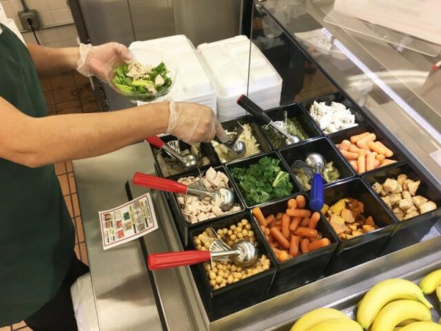 Thức ăn thườngđược dùng trong bữa trưa của học sinh Mỹ.Ảnh: Stateman