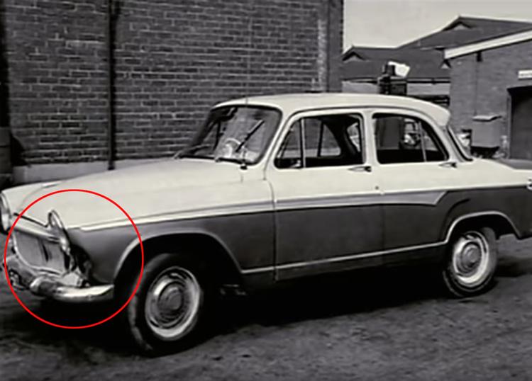 Vết lõm trên mũi xe của John. Ảnh: Filmrise