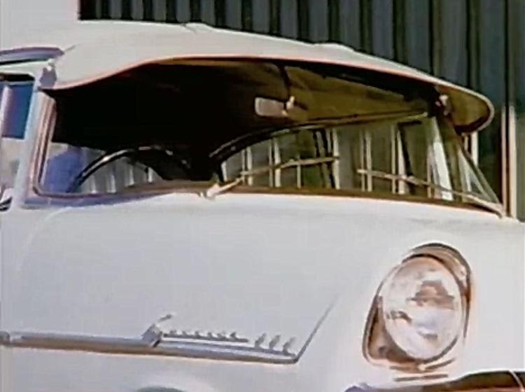 Phần lưỡi trai chống nắng trên xe của Eric còn nguyên vẹn. Ảnh: Filmrise.