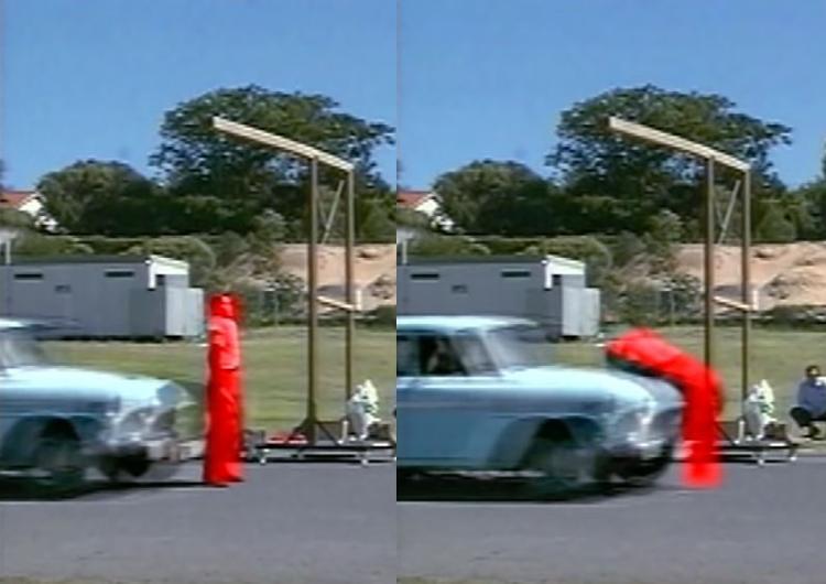 Cơ thể người thường uốn cong và đập vào nắp capo khi bị tông xe. Ảnh: Filmrise.