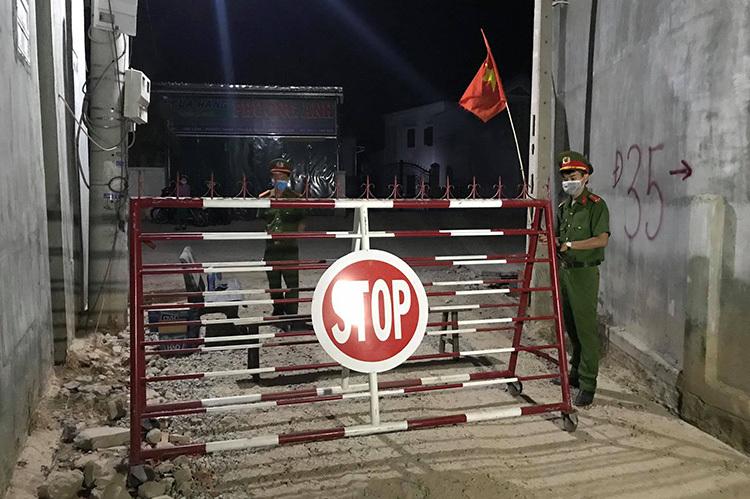 Thôn Văn Lâm - nơi bệnh nhân 61 ở, bị cách ly 28 ngày từ tối 17/3. Ảnh: Việt Quốc.