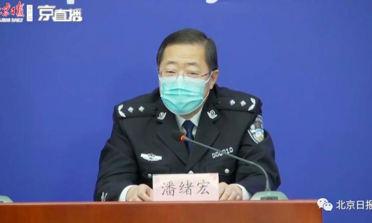 Phó giám đốc công an Bắc KinhPhan Tự Hoành trong cuộc họp báo hôm 15/3. Ảnh: People.cn.
