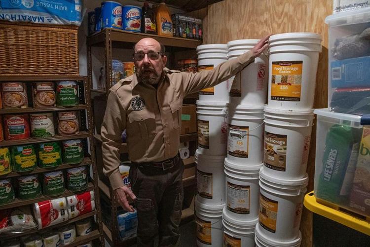 Steve Renetại kho trữ thực phẩm củaFortitude Ranch ởMathias, bang West Virginia, Mỹ hôm 13/3. Ảnh: AFP
