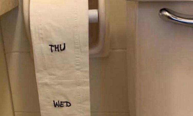Hình ảnh hài hước nhắc nhở mọi người phải tiết kiệm giấy vệ sinh trong thử thách#stayhomechallenge trên Twitter. Ảnh: Twitter/TinaE.