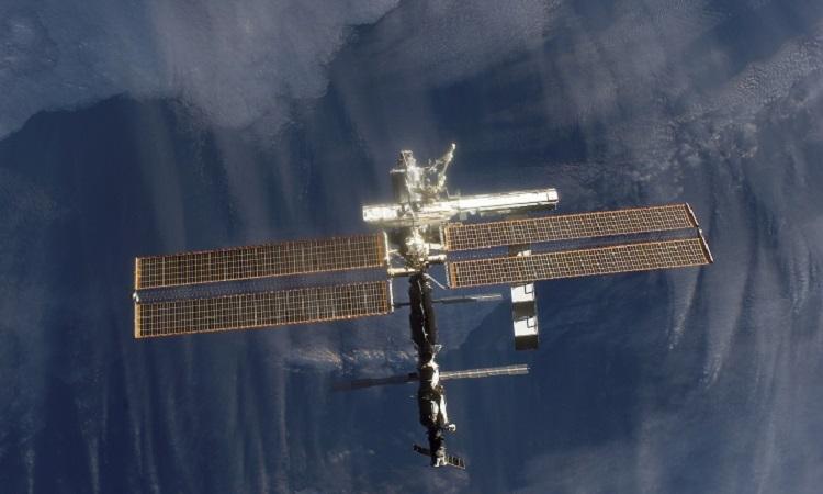 Trạm ISS bay quanh Trái Đất. Ảnh: Newsweek.