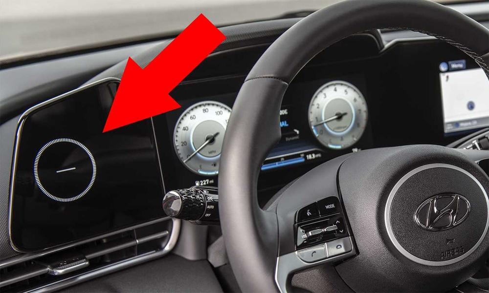 Bên trái cụm đồng hồ là mặt kính với hình tròn khó hiểu. Ảnh: Hyundai