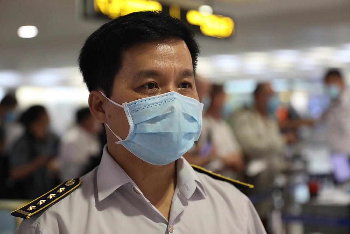 Giám đốc Trung tâm kiểm dịch y tế quốc tế Tân Sơn Nhất - Bác sĩ Nguyễn Hồng Tâm. Ảnh: Hữu Công.