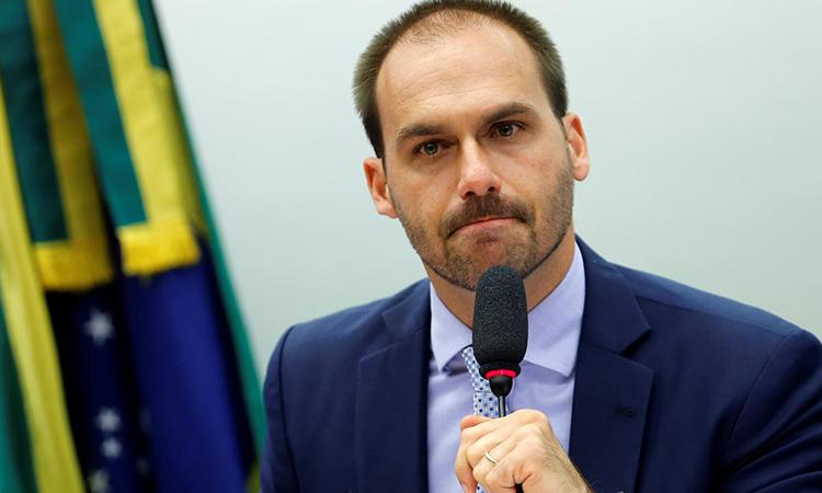 Nghị sĩ Eduardo Bolsonaro phát biểu tại một cuộc họp ở Brasilia tháng 8/2019. Ảnh: Reuters.