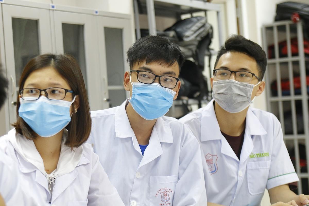 Sinh viên Đại học Y Hà Nội trong buổi học chiều 10/3. Ảnh: Thanh Hằng