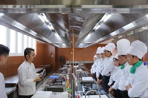 Khu thực hành bếp theo tiêu chuẩn Nhật tại ĐH Đông Á.