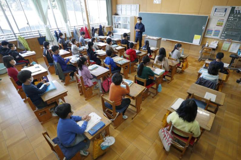 Một trường tiểu học tại thành phố Shizuoka mở cửa trở lại từ ngày 16/2 sau khi đóng cửa hai tuần. Ảnh: Kyodo.