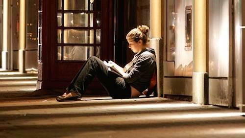 Học sinh có thể cảm thấy khó khăn khi tự học tại nhà.