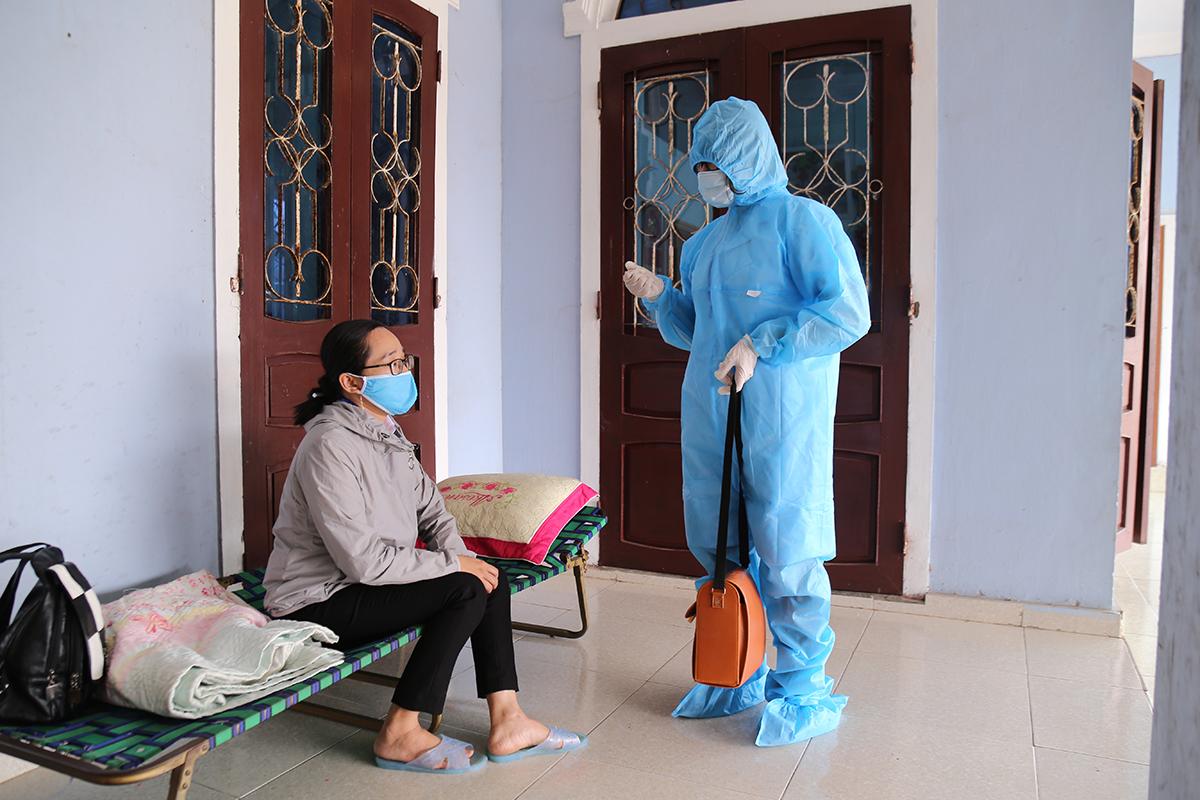 Trong quá trình phong toả thị trấn Cửa Việt, nhà chức trách phát hiện thêm một ca nhiễm mới. Ảnh: Hoàng Táo