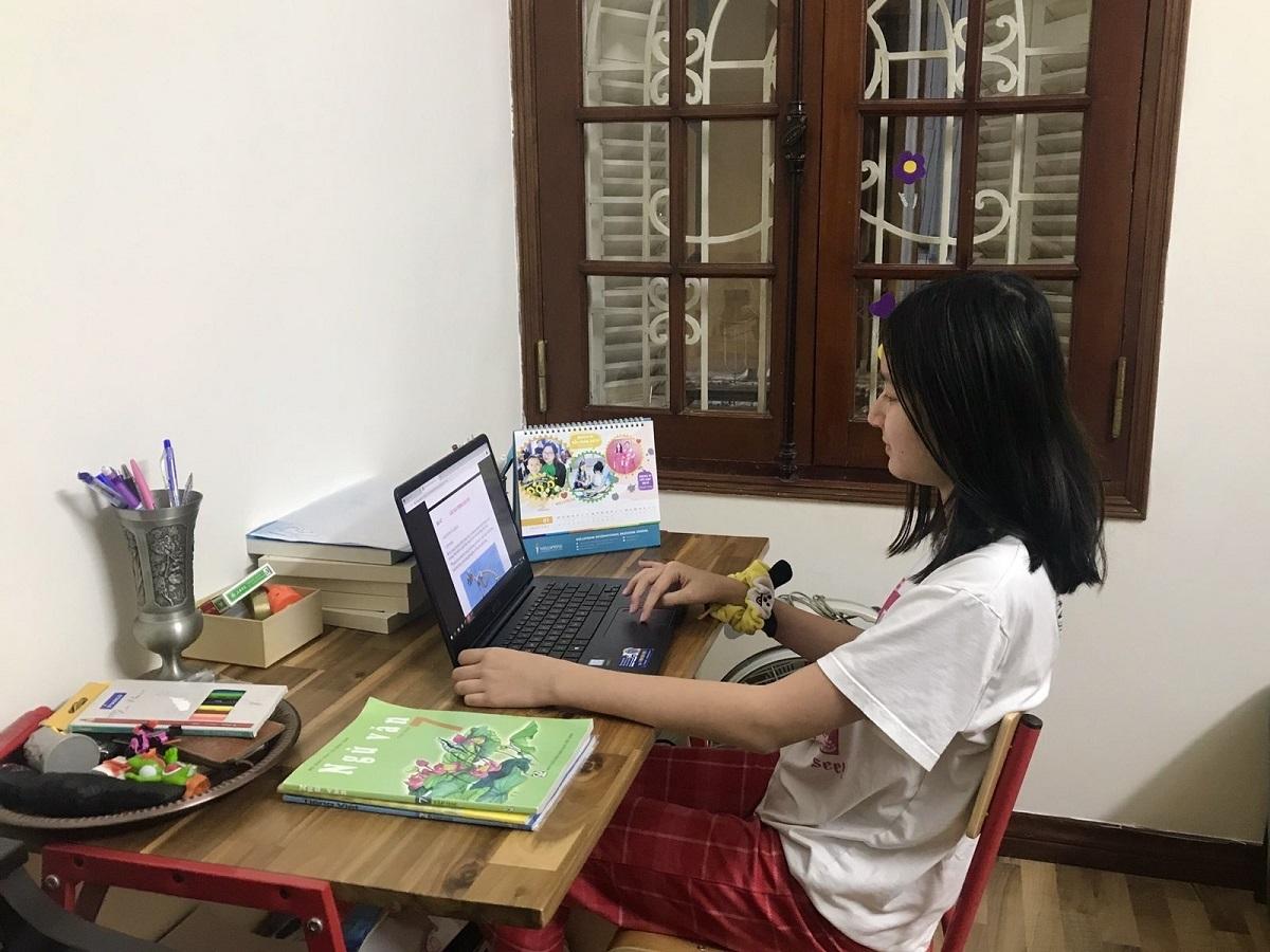 Học sinh trường Phổ thông Song ngữ Liên cấp Wellspring học online tại nhà.Ảnh:Wellspring