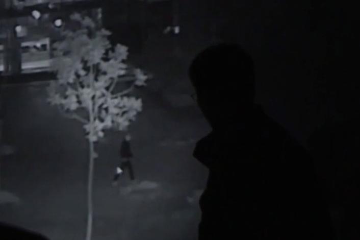 Cảnh sát phát hiện bóng người áo đen qua trích xuất camera an ninh. Ảnh: CCTV.