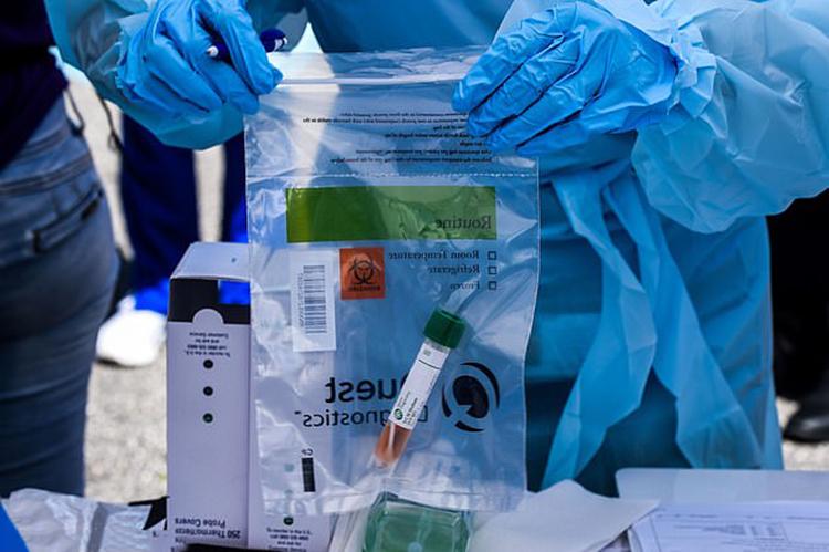 Các mẫu nước thải sẽ được phân tích tại phòng thí nghiệm của Biobot. Ảnh:AFP.