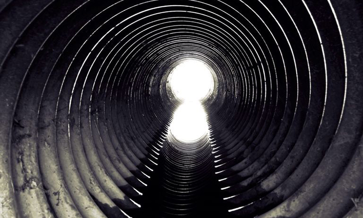 Virus corona có thể theo chất thải đi vào hệ thống thoát nước công cộng. Ảnh: Popular Mechanics.