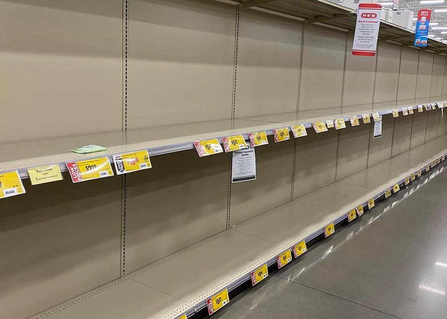 Các kệ hàng ở siêu thị Mỹ trống trơn. Ảnh: Nhân vật cung cấp.