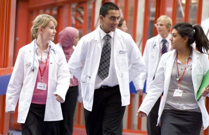Sinh viên ngành Y tại Đại học Hoàng gia London, Anh. Ảnh: Imperial College London.