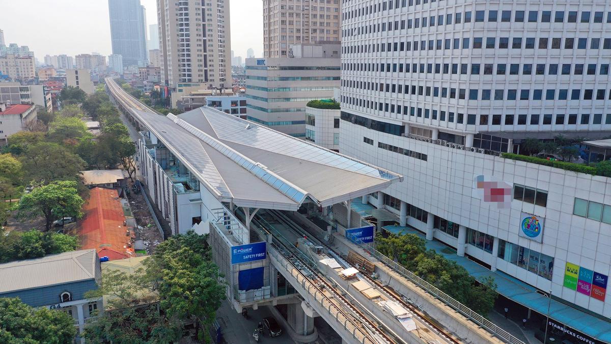 Nhà ga nằm trên đường Xuân Thuỷ (Cầu Giấy) sắp được hoàn thiện. Ảnh: Giang Huy